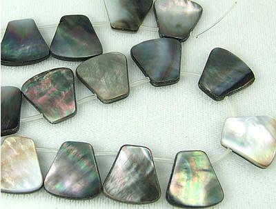 Design 5774: black,gray shell beads