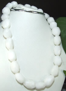 Design 6837: white onyx faceted beads