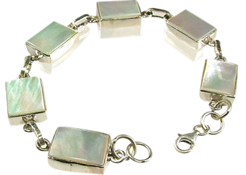 Design 1557: white mother-of-pearl bracelets