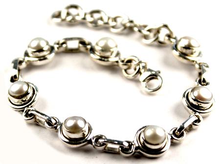 Design 16960: white pearl bracelets