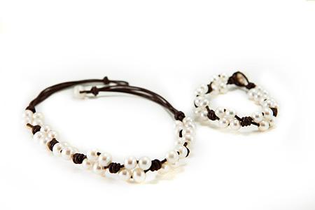 Design 17312: white pearl bracelets