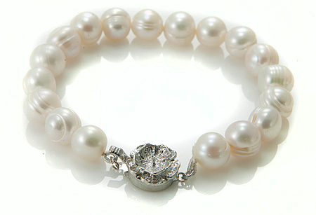 Design 17376: white pearl bracelets