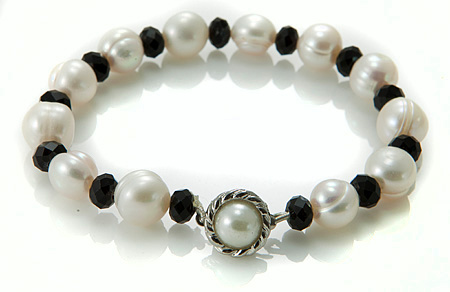 Design 17383: white pearl bracelets