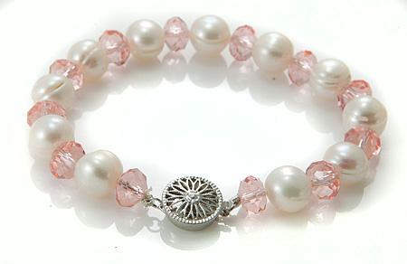 Design 17501: white pearl bracelets