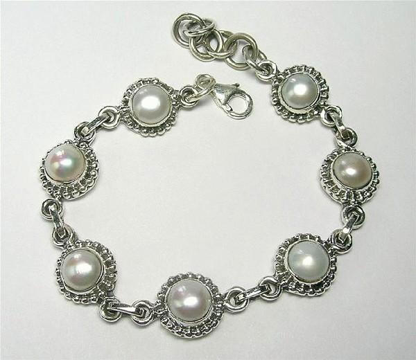 Design 5554: white pearl bracelets