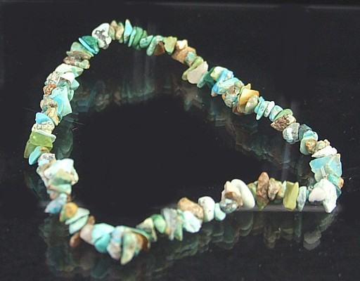 Design 5662: green turquoise chipped, stretch bracelets
