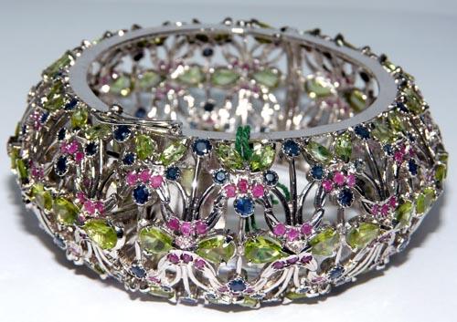 Design 7508: multi-color peridot estate, leaf bracelets
