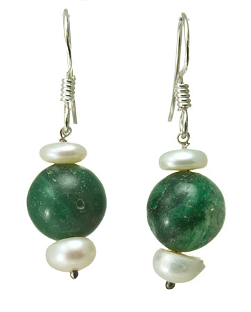 Design 1454: green,white pearl earrings
