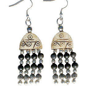 Design 16032: black,brown bone ethnic earrings