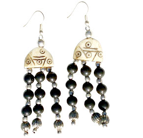 Design 16084: black,brown bone ethnic earrings