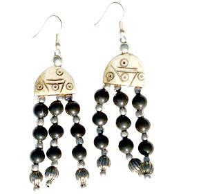 Design 16084: black,brown bone ethnic earrings
