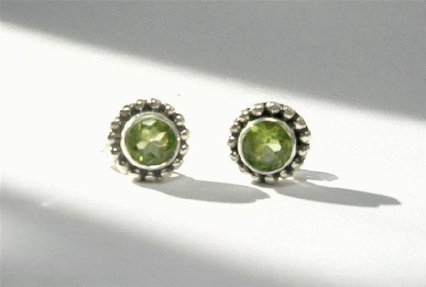 Design 3091: green peridot post, stud, studs earrings