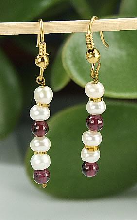 Design 6441: red,white pearl earrings
