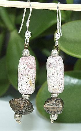 Design 6498: red,white agate earrings