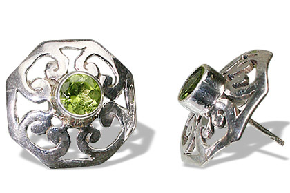 Design 7955: green peridot gothic-medieval, star earrings
