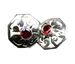 Design 7958: Maroon garnet star earrings