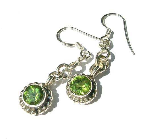 Design 8124: green peridot earrings