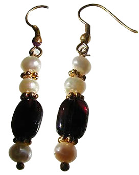 Design 845: red,white pearl earrings