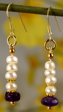 Design 873: white pearl earrings