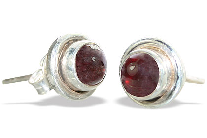 Design 8760: red garnet studs earrings