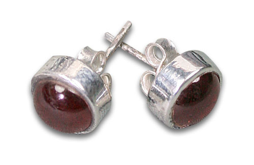 Design 8768: red garnet studs earrings