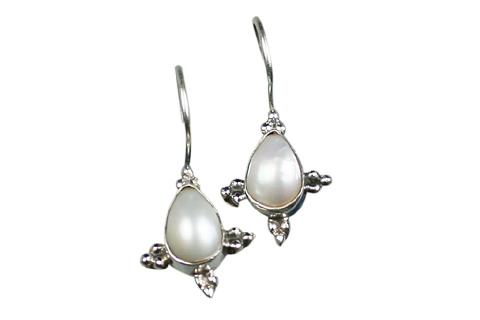 Design 9099: white pearl drop earrings