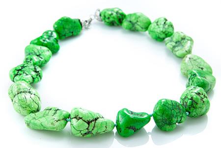 Design 17513: white howlite necklaces