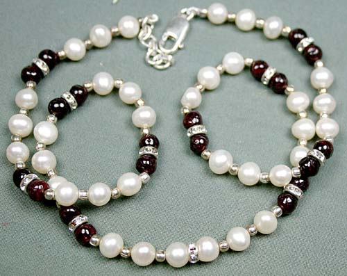 Design 3059: red,white pearl necklaces