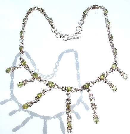 Design 520: green peridot choker necklaces