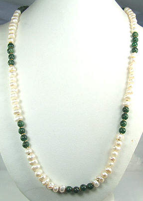 Design 6467: green,white pearl necklaces