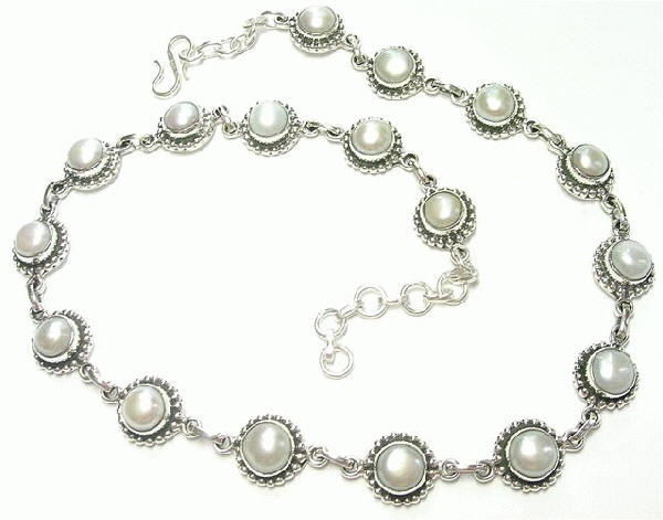 Design 6905: white pearl necklaces