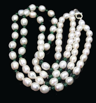Design 7975: green,white pearl multistrand necklaces