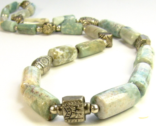 Design 8924: green,white agate necklaces