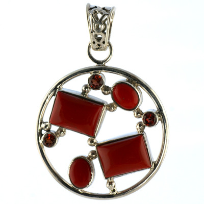 Design 18582: orange,red coral pendants