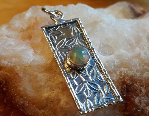 Design 22132: green,orange,yellow opal pendants