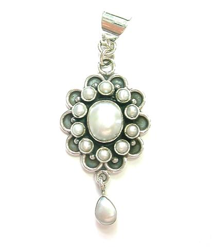 Design 6911: white pearl pendants