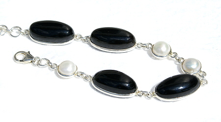 Design 11103: black,white onyx bracelets