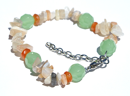 Design 11488: green,orange chalcedony chipped, stretch bracelets