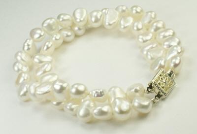 Design 9346: white pearl multistrand bracelets