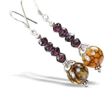 Design 15189: red garnet earrings