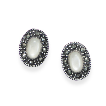 Design 21919: white shell studs earrings