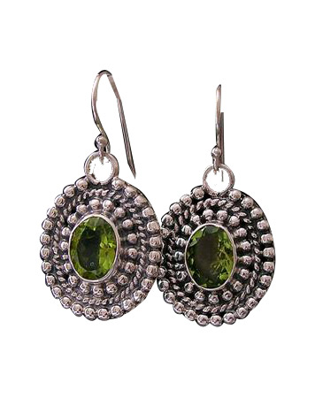 Design 8379: green peridot chunky earrings