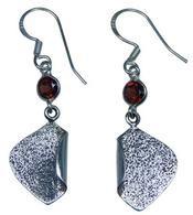 Design 20194: Red garnet earrings