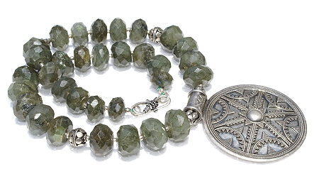 Design 11196: green labradorite necklaces