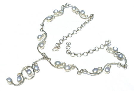 Design 11200: white pearl necklaces