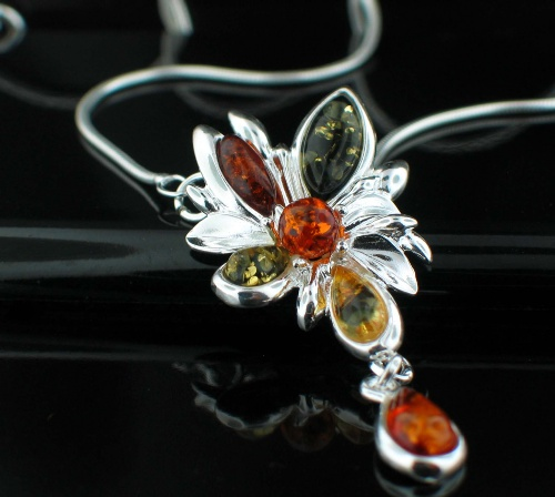 Design 12469: green,orange,yellow amber flower necklaces