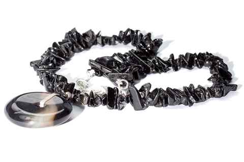 Design 9601: black onyx chipped, halloween necklaces