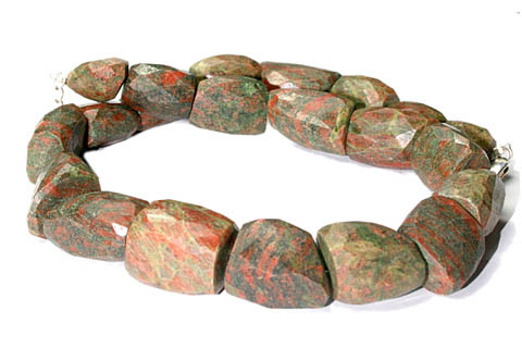 Design 9669: green,red unakite chunky, tumbled necklaces