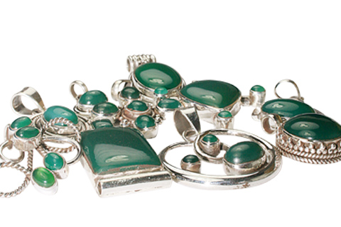 Design 9896: green onyx pendants