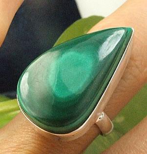 Design 7211: green malachite american-southwest, drop rings
